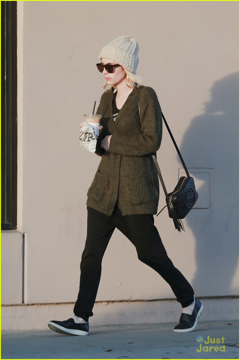 emma roberts evan peters run errands 13