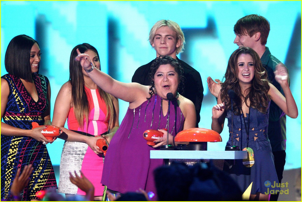 austin ally cast bowling celebrate after kcas 09