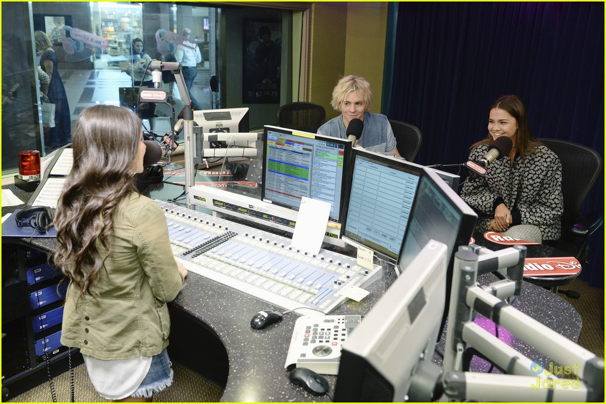 ross lynch maia mitchell radio disney stop 02