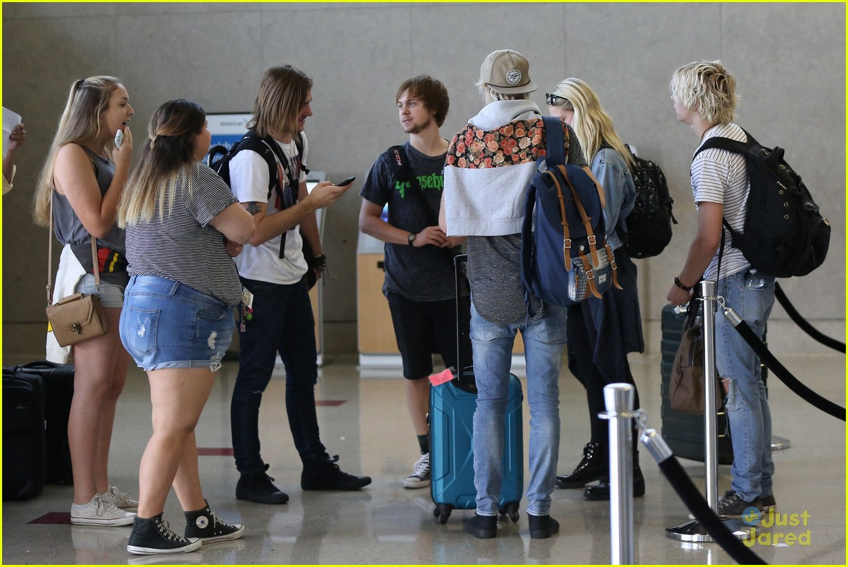 Ratliff And Rydel Kissing