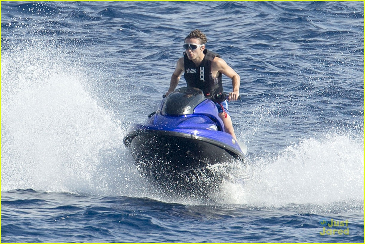 nathan sykes puts his jet ski license to good use in ibiza photo 856693 photo gallery just. Black Bedroom Furniture Sets. Home Design Ideas