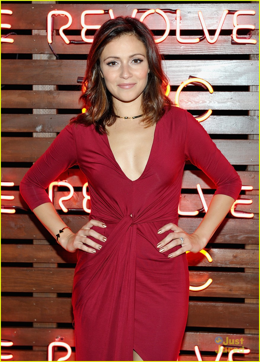 Italia Ricci Amp Sarah Hyland Raise Funds For Su2c With