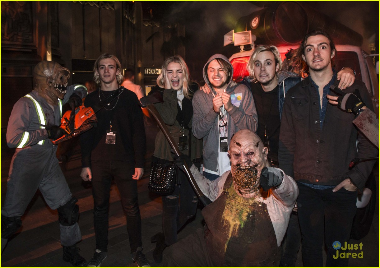 r5 hollywood horror nights ryland courtney eaton shay mitchell 04