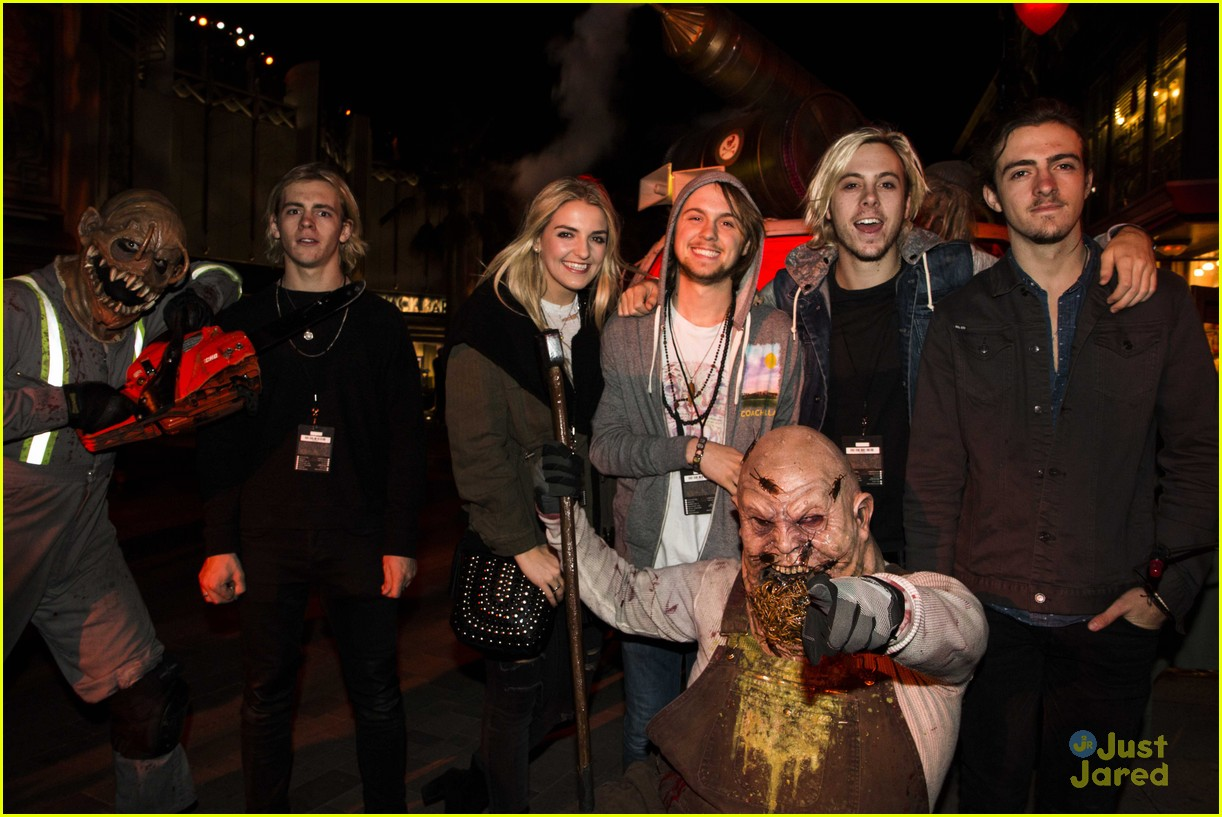 r5 hollywood horror nights ryland courtney eaton shay mitchell 08