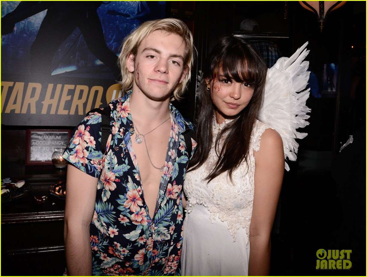 ross lynch courntey eaton just jared halloween party 04