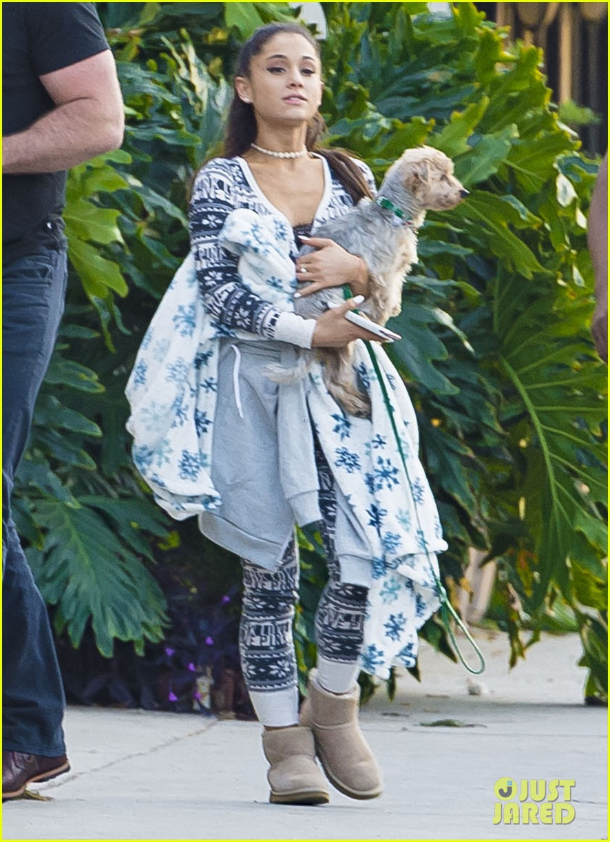 Ariana Grande Goes Shopping in a Holiday Onesie   Photo 904361 - Photo Gallery   Just Jared Jr.