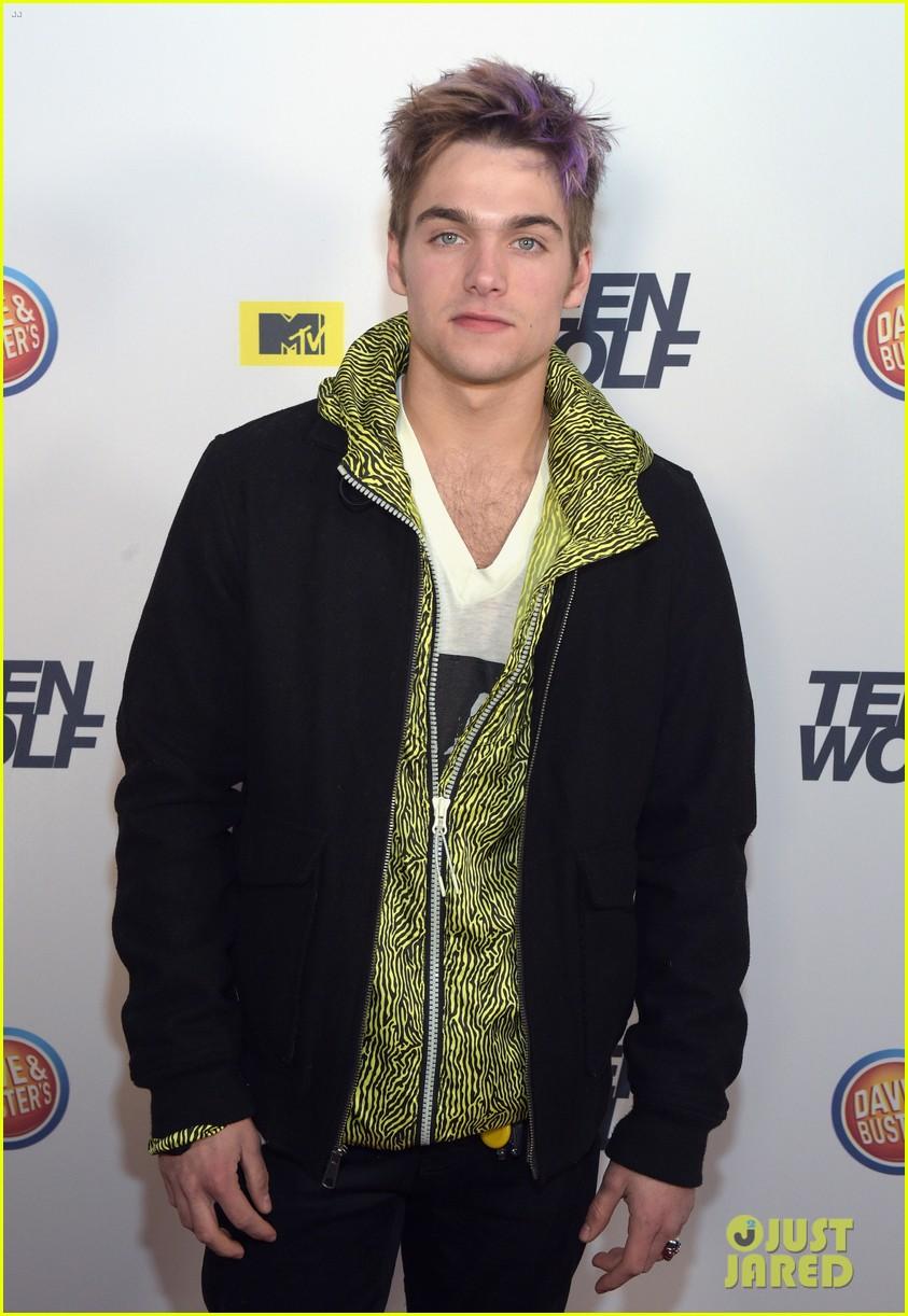 Dylan O Brien Amp Tyler Posey Reunite At Teen Wolf L A