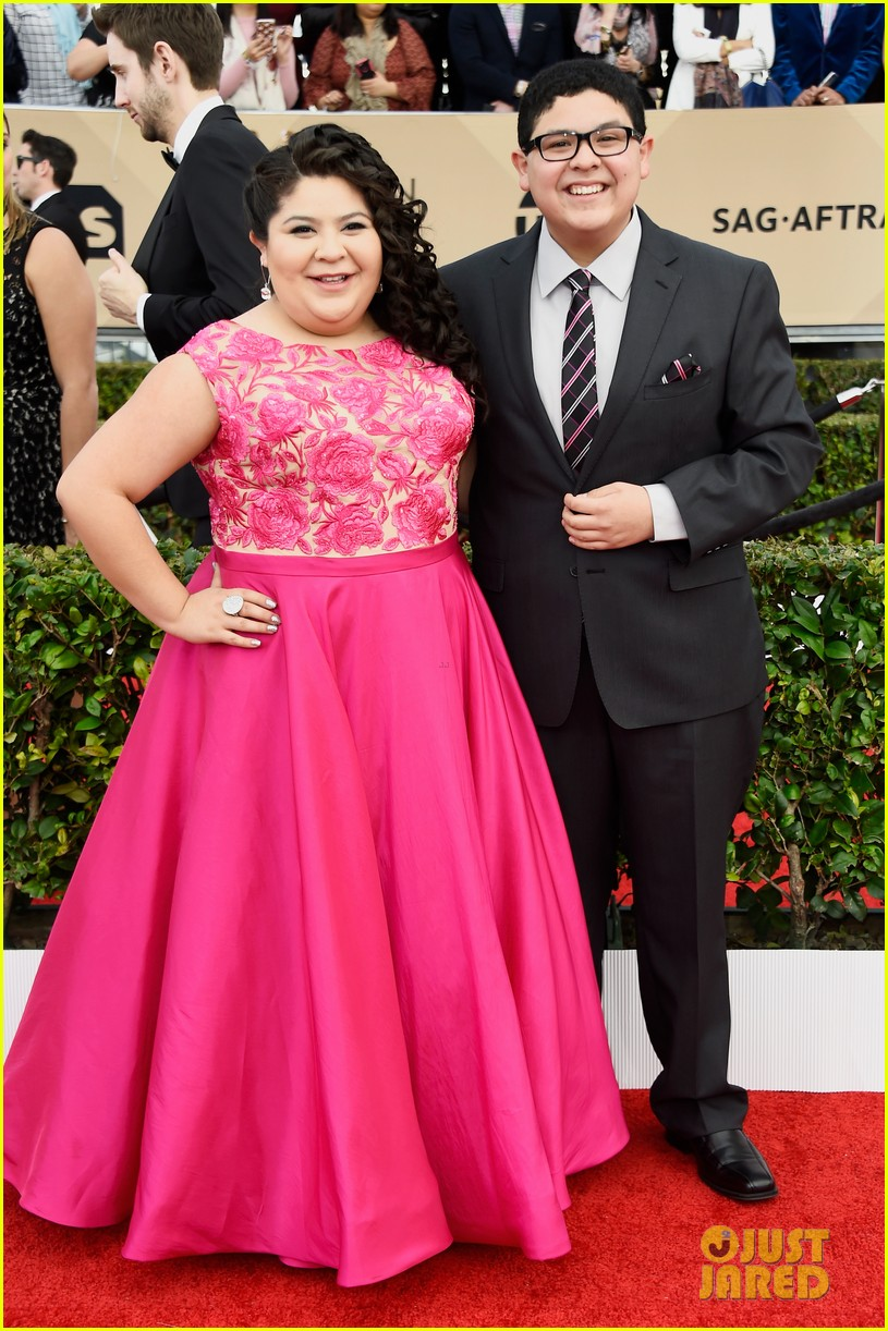 rico rodriguez raini ariel winter nolan gould joey king sag awards 03
