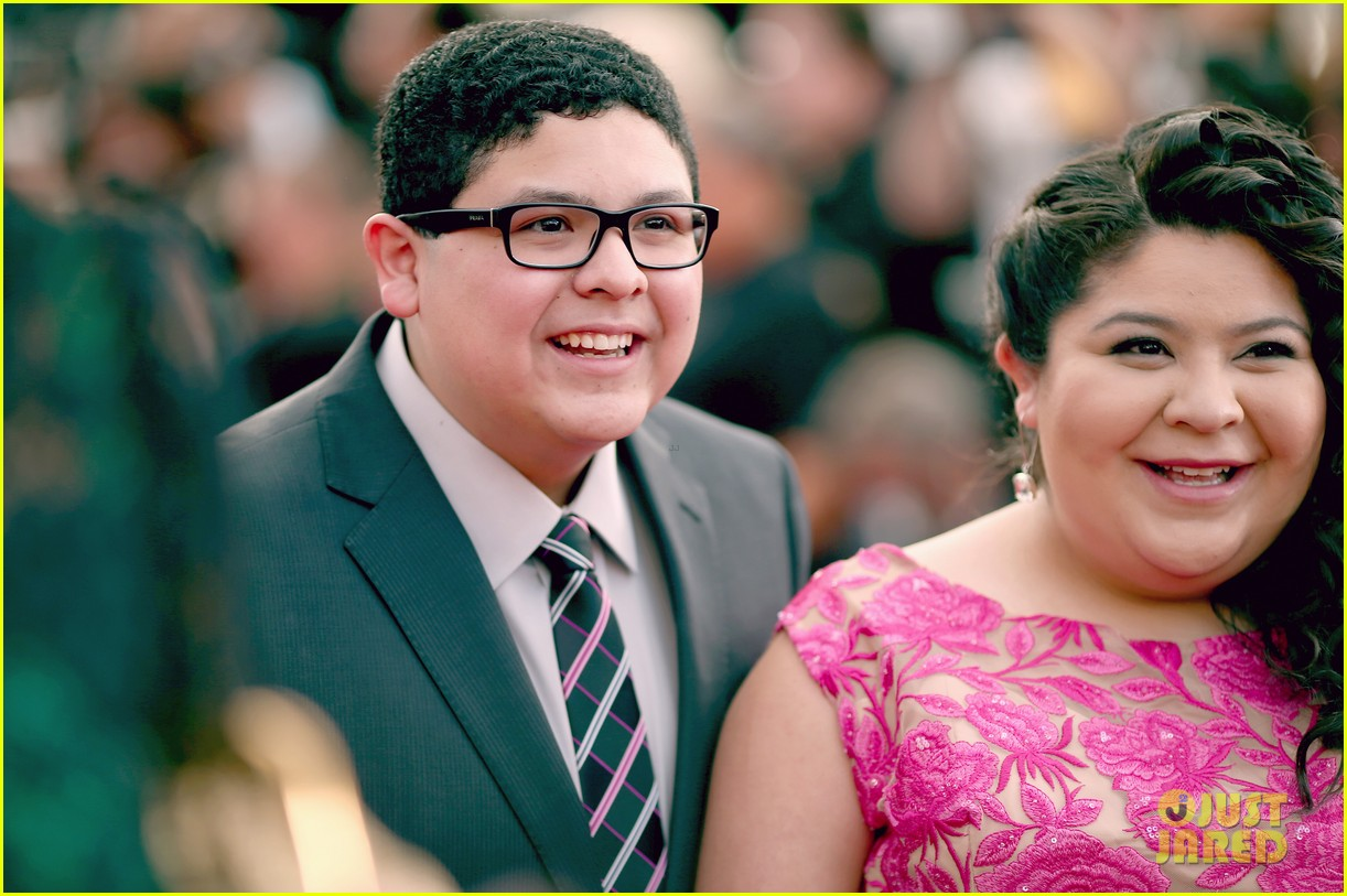 rico rodriguez raini ariel winter nolan gould joey king sag awards 18