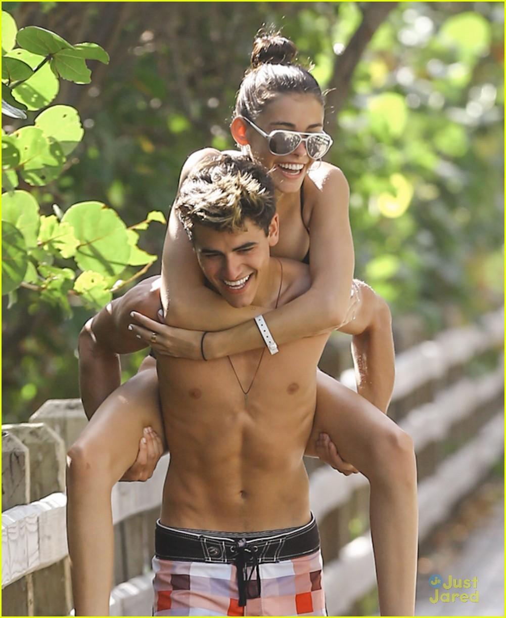 About Photo # 910342 : Jack Gilinsky throws his arm around girlfriend ...