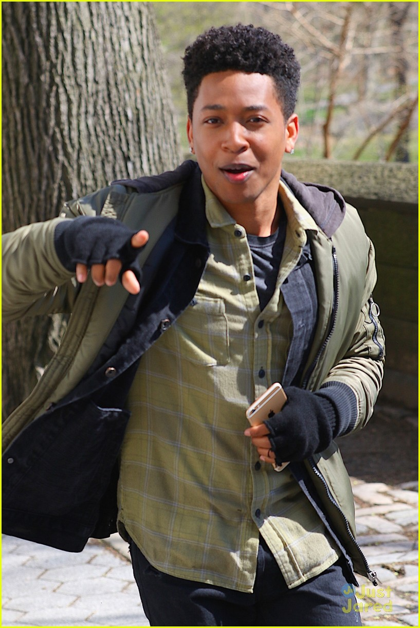 Jacob Latimore Grabs 'Collateral Beauty' Star-Studded ... Zac Efron Nyc