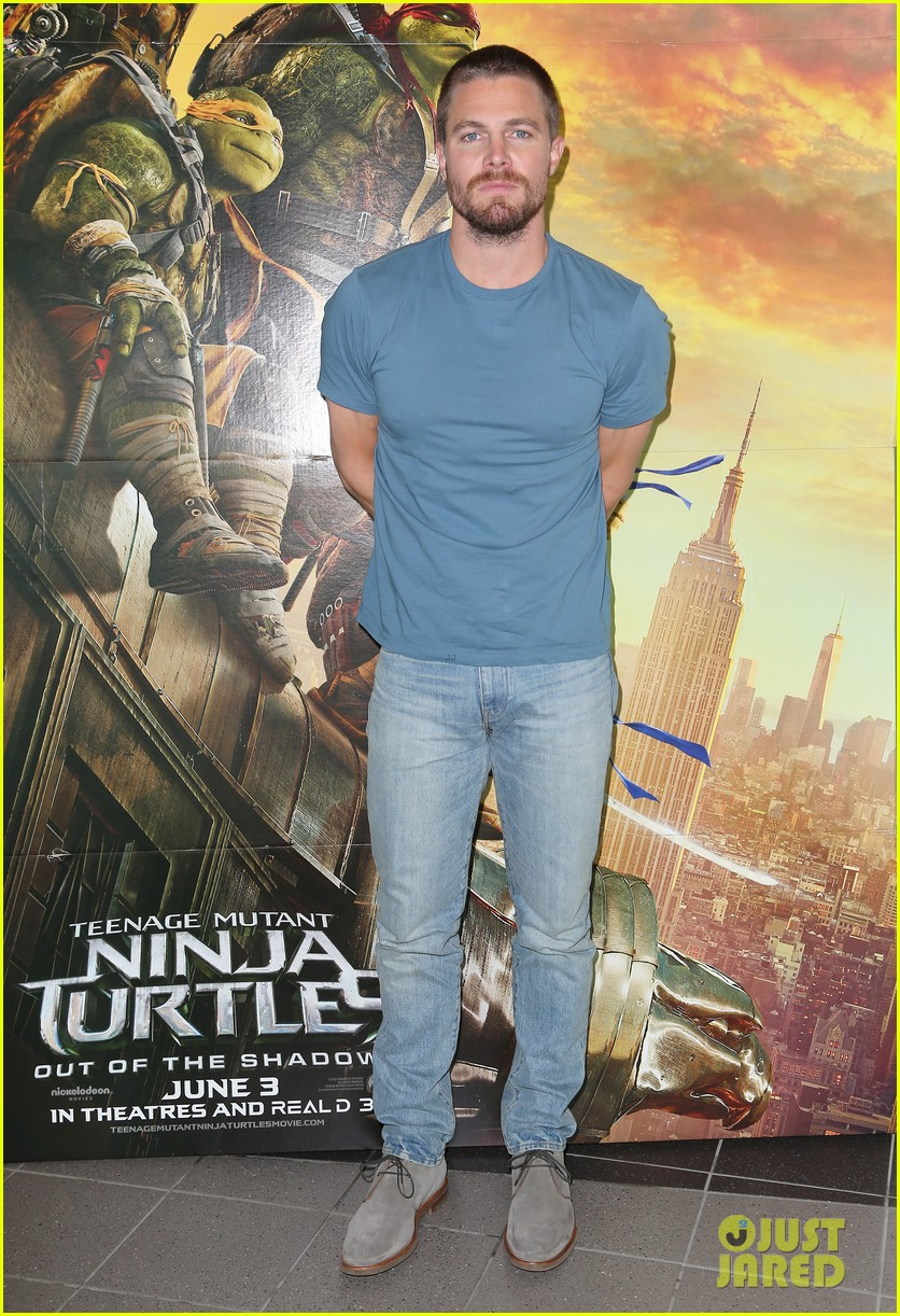 stephen amell megan fox snap a cute selfie during 39 tmnt 39 promo photo 968489 photo gallery. Black Bedroom Furniture Sets. Home Design Ideas