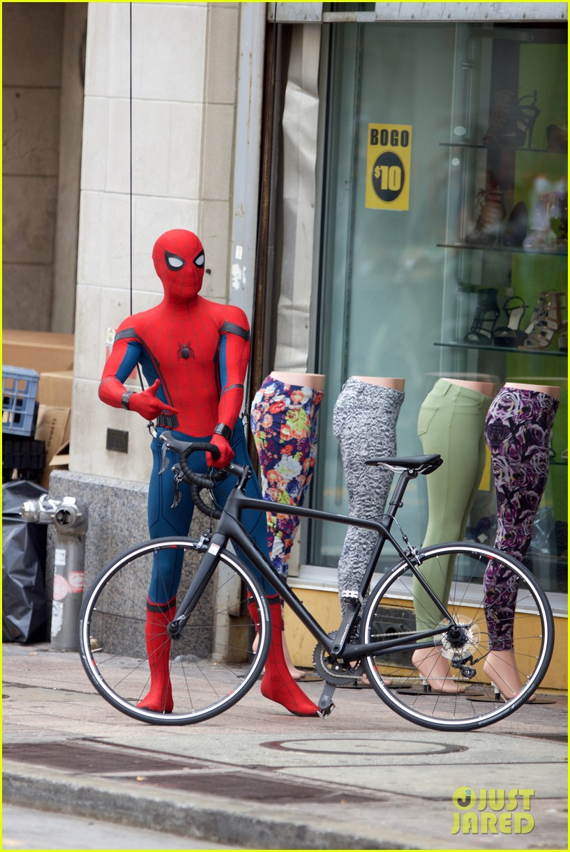 spider man swings into action on set 07