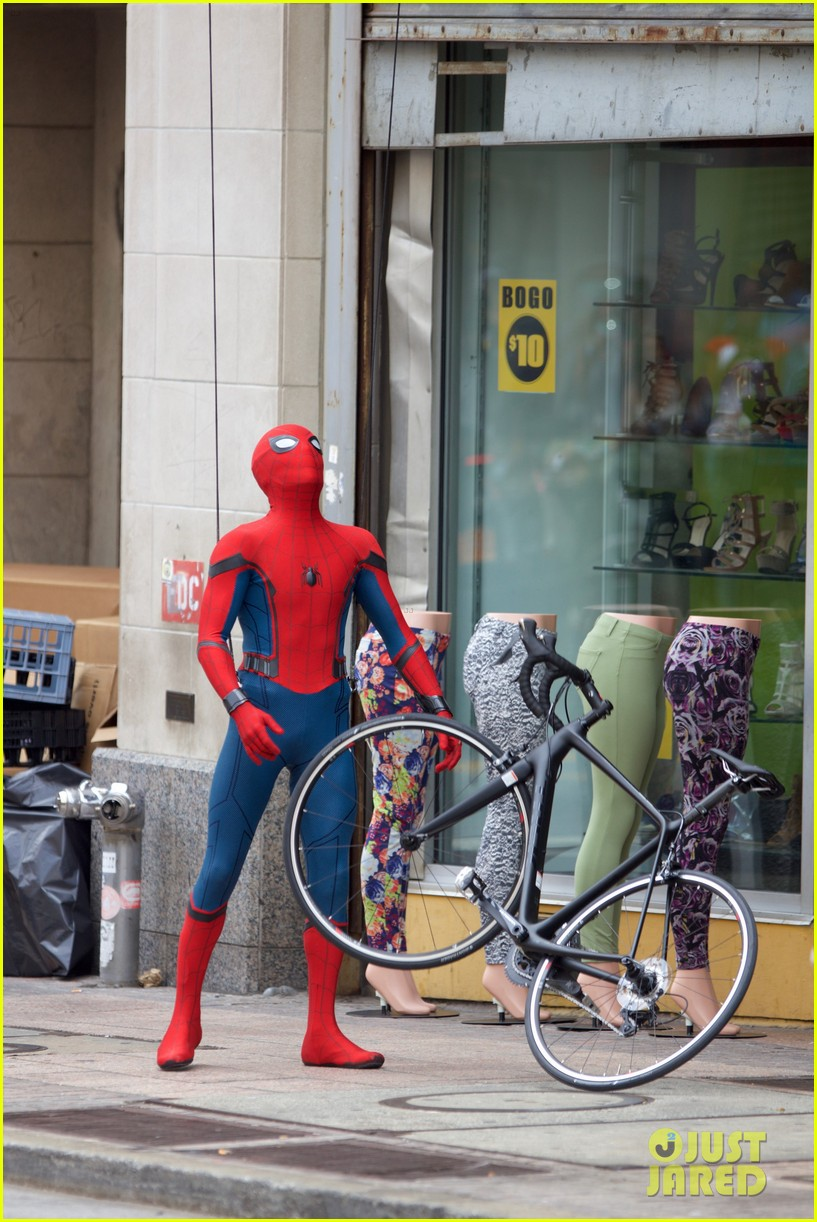 spider man swings into action on set 14