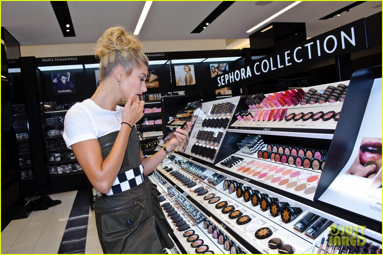 Hailey Baldwin Celebrates Sephora's Grand Opening in Chicago ...