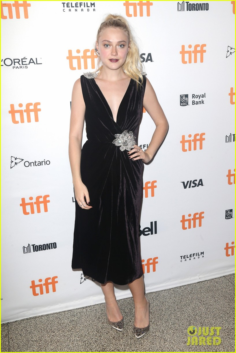 dakota fanning lives out her velvet dreams in toronto 05