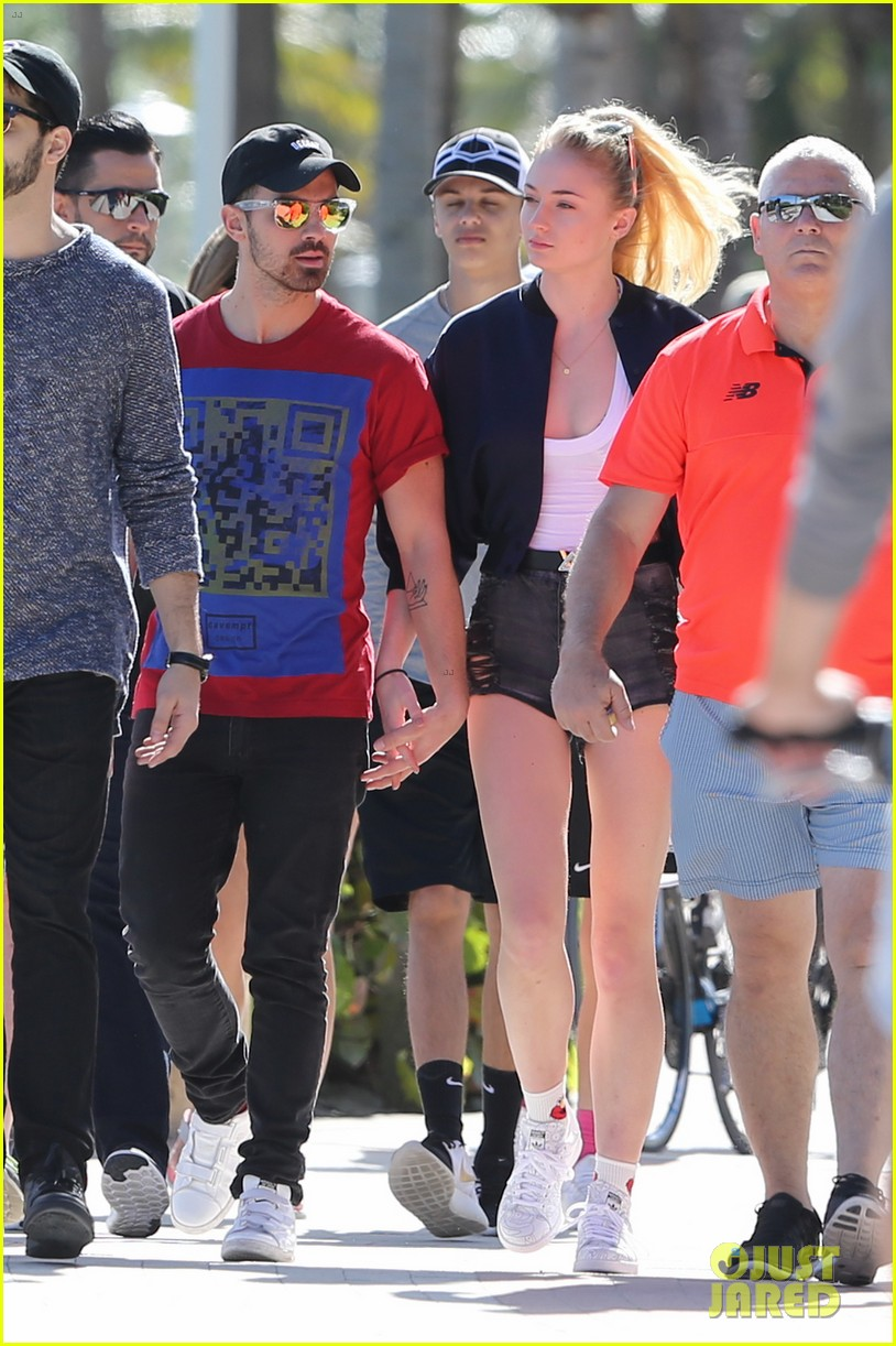 joe jonas and sophie turne rmeet up in miami2 10