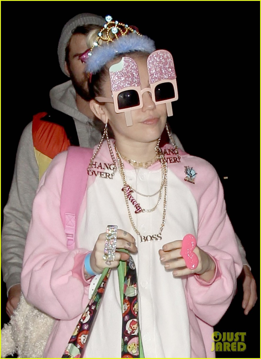 miley cyrus and liam hemsworth celebrate his birthday at flaming lips album release party 11