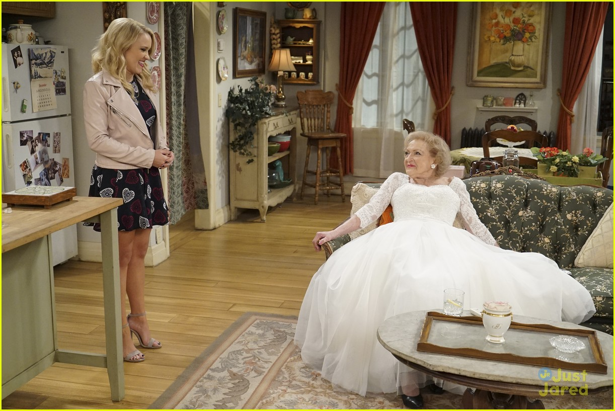 emily osment wedding dress episode betty white young hungry 07