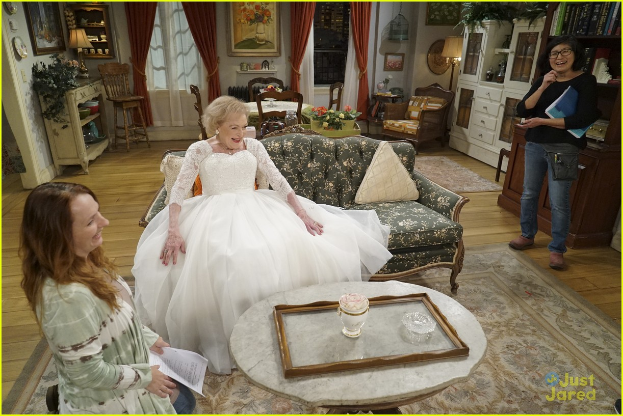 emily osment wedding dress episode betty white young hungry 24