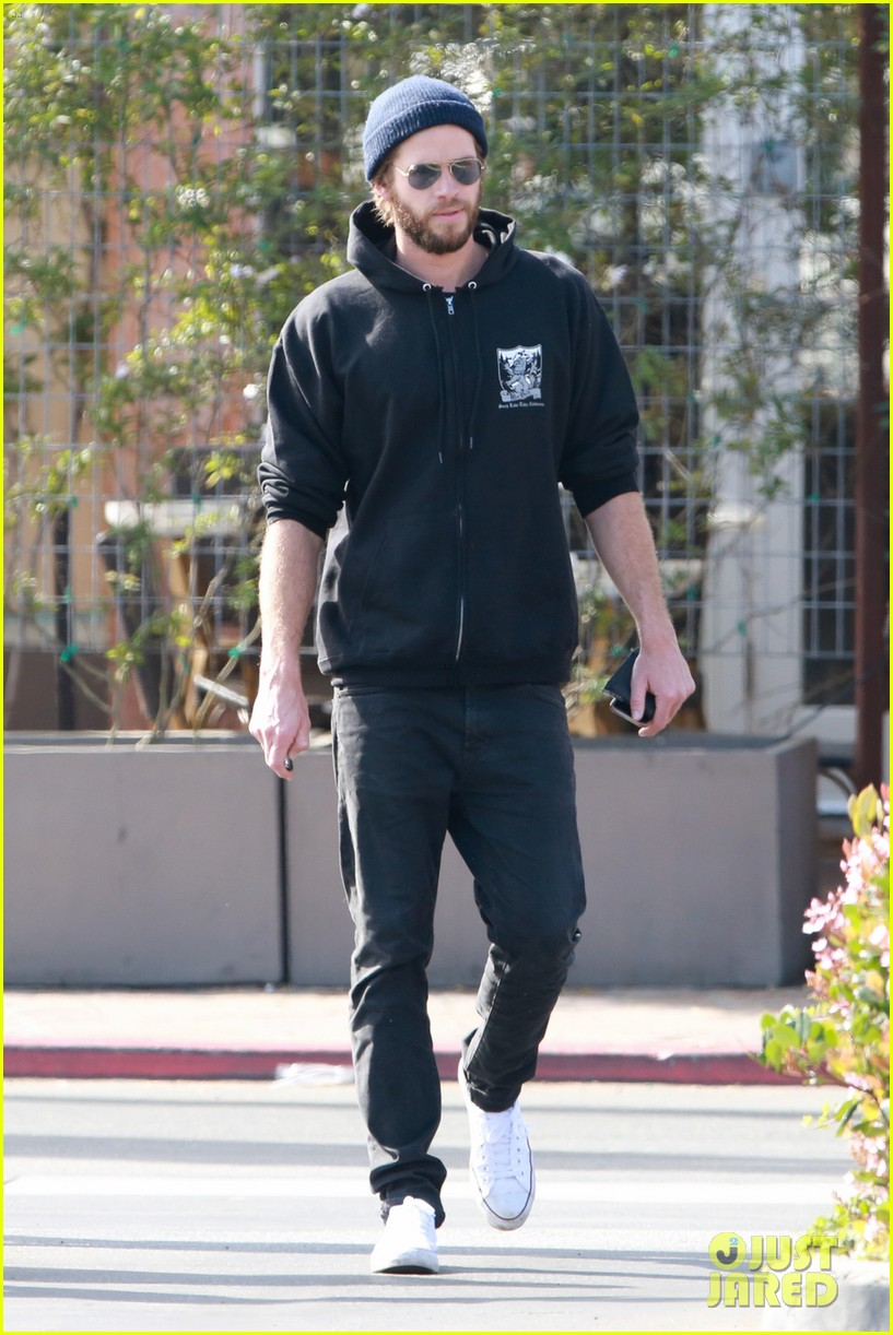 liam hemsworth steps out after wedding rumors 05