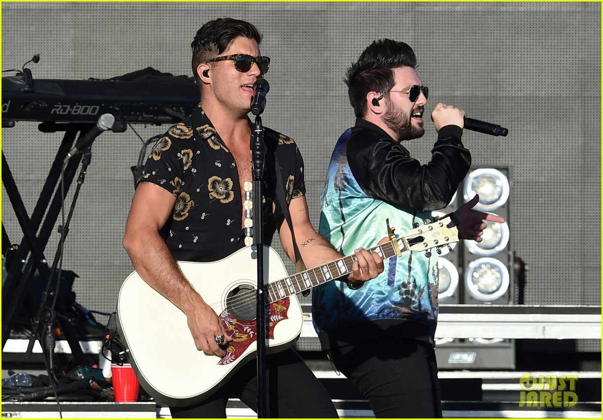 nick jonas niall horan dan shay check out shania twain together 05