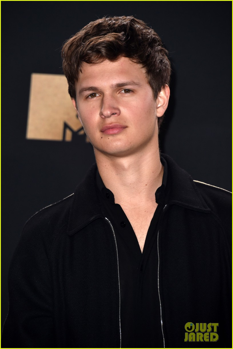 ansel elgort haile steinfeld have a lovefest at the mtv01
