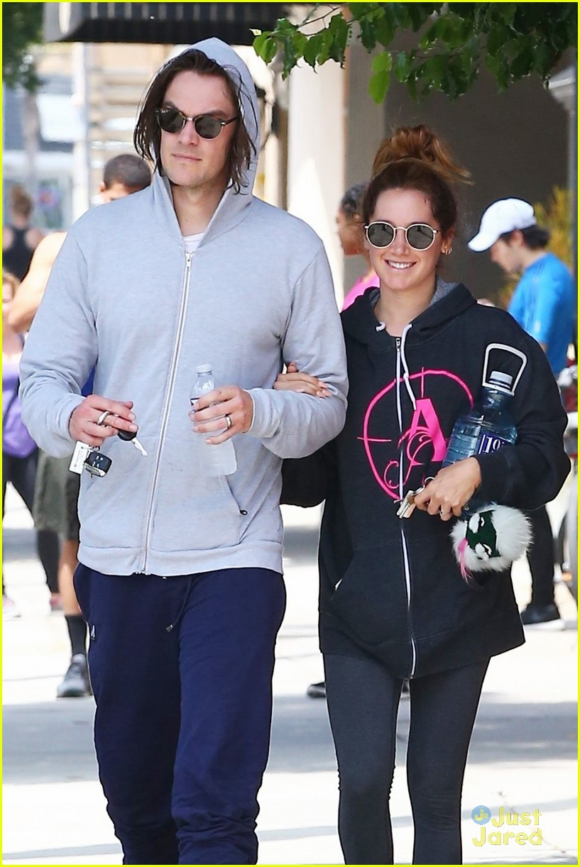 ashley tisdale chris french annie hoodie gym 04