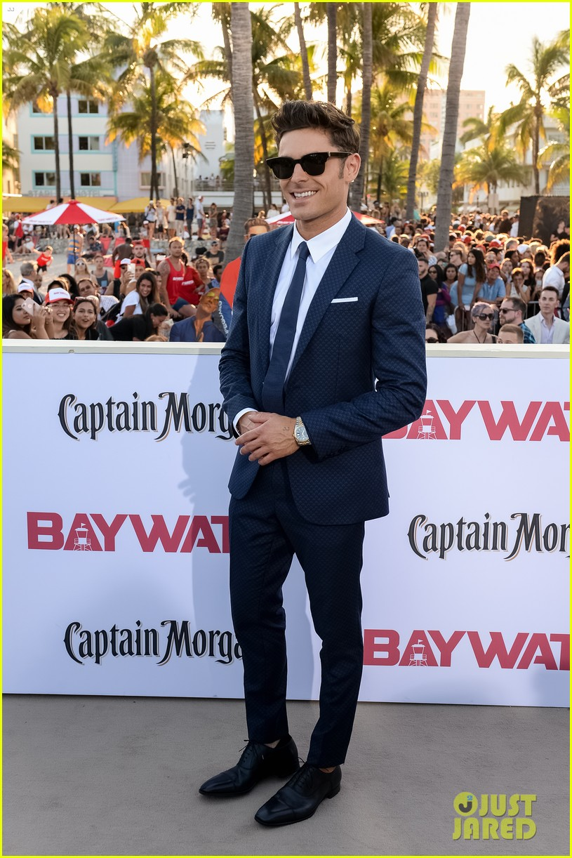 zac efron suits up for the baywatch premiere in miami05