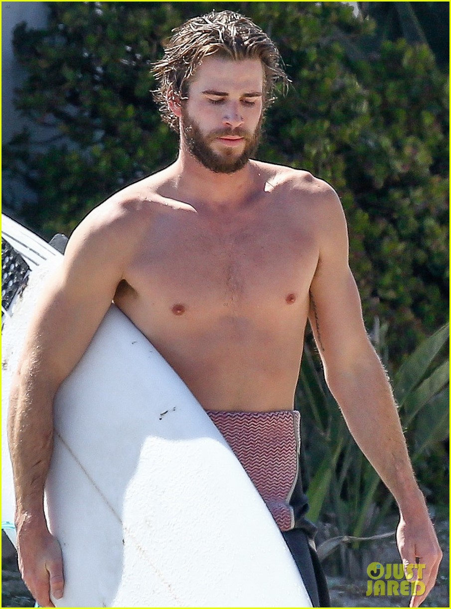 liam hemsworth goes shirtless for afternoon surfing sesh01