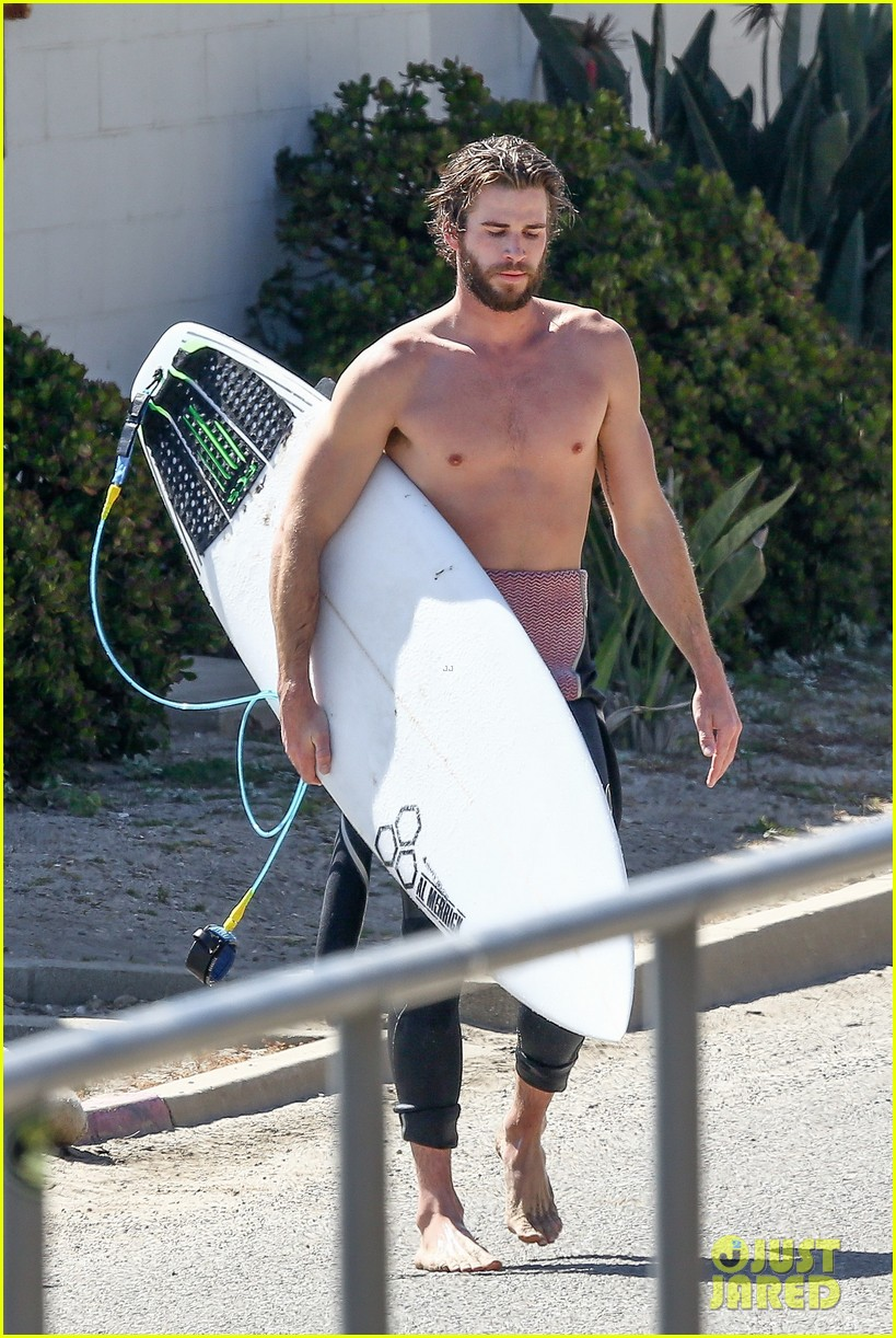 liam hemsworth goes shirtless for afternoon surfing sesh03