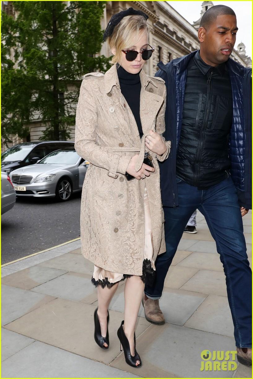 jennifer lawrence visits palace london 02