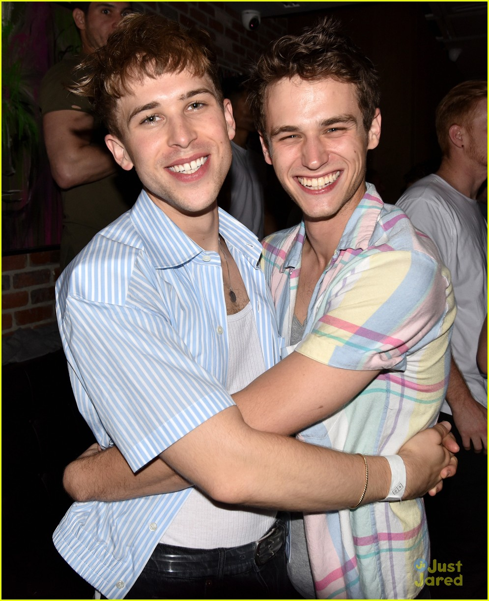 tommy dorfman brandon flynn concert together 01