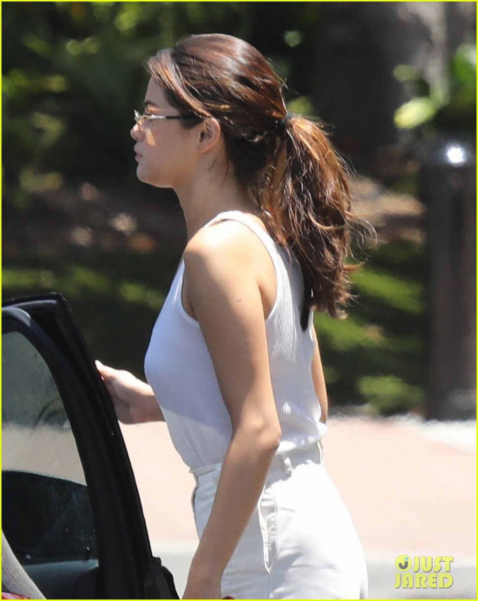 selena gomez looks chic in all white for her studio stop 02