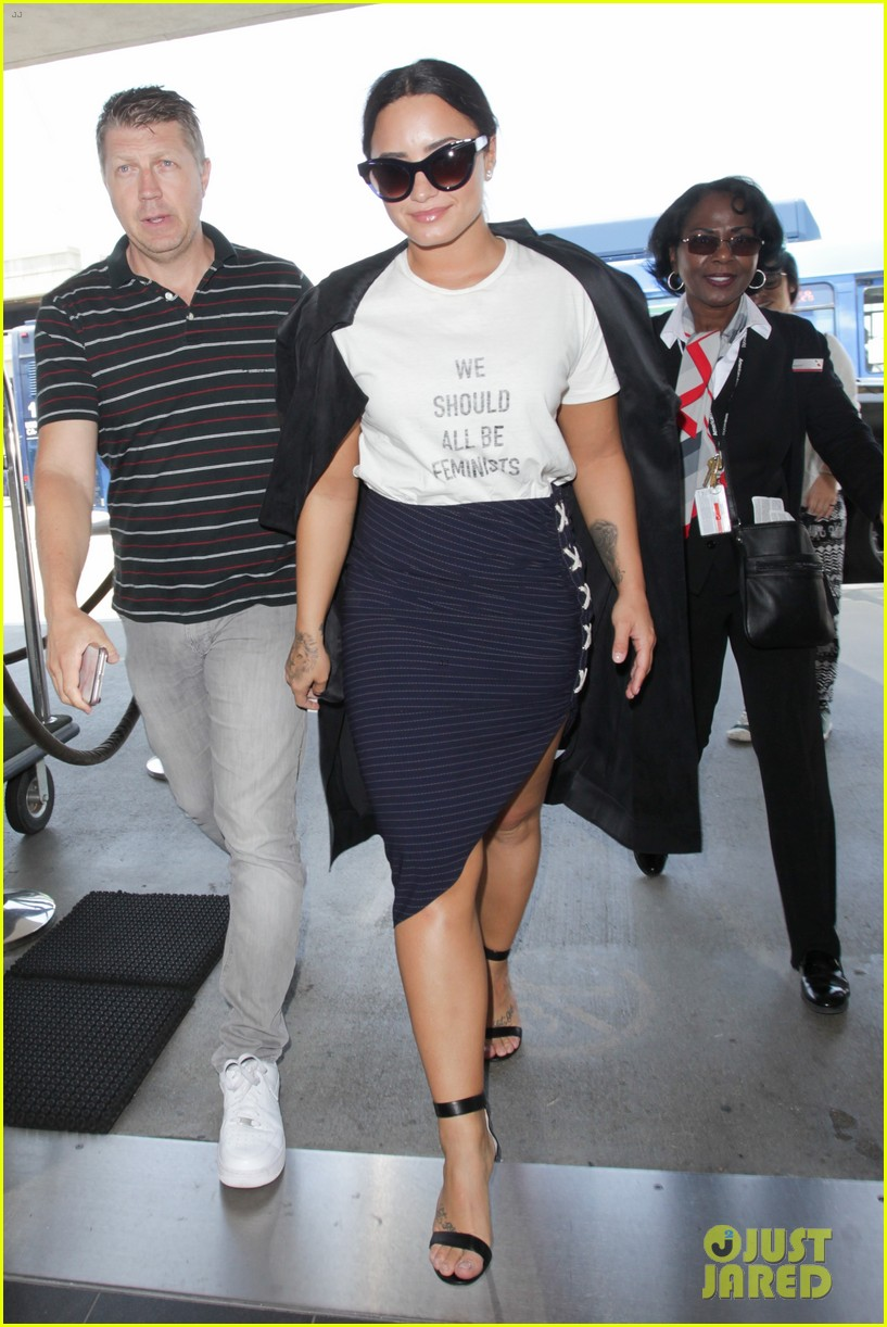 demi lovato joins natalie portman and jennifer lawrence in feminists t shirt trend 02