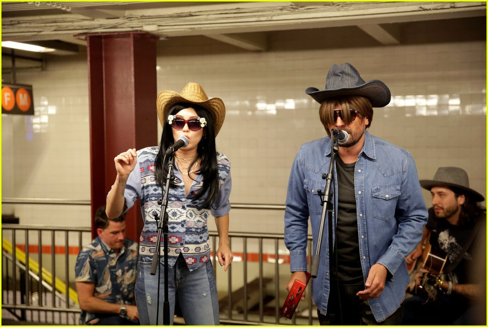 miley cyrus busk nyc subway jimmy fallon 01