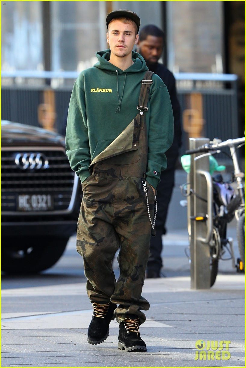 justin bieber wears overalls for lunch in sydney 05