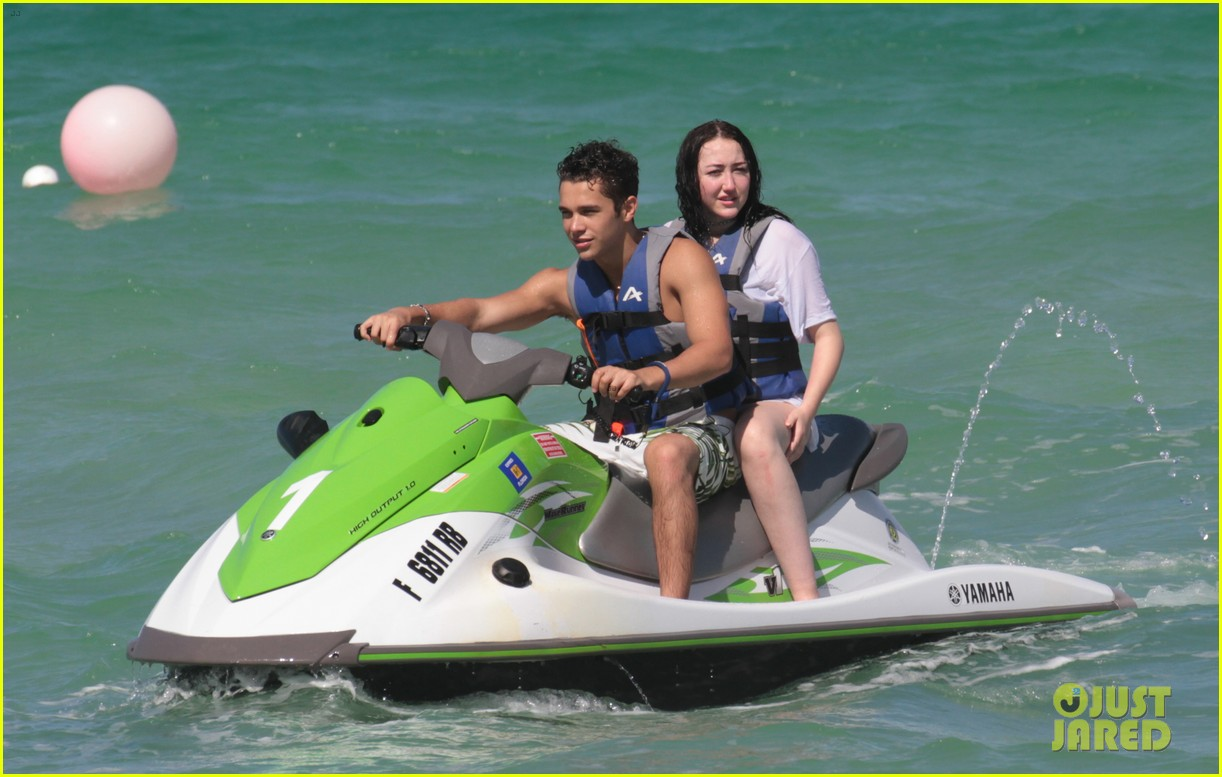 noah cyrus vacations with austin mahone in miami 02