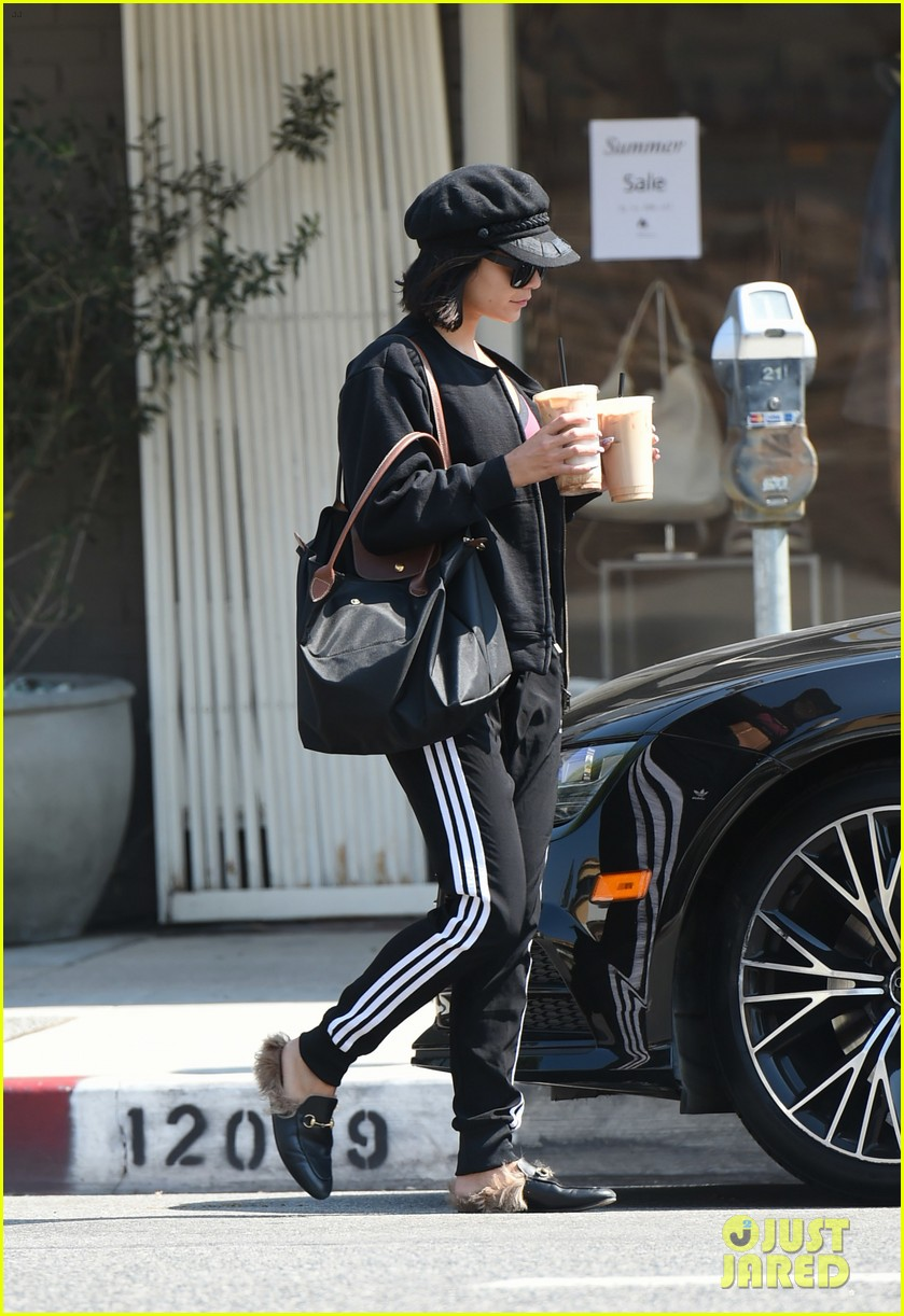 vanessa hudgens ashley tisdale hit gym together 04