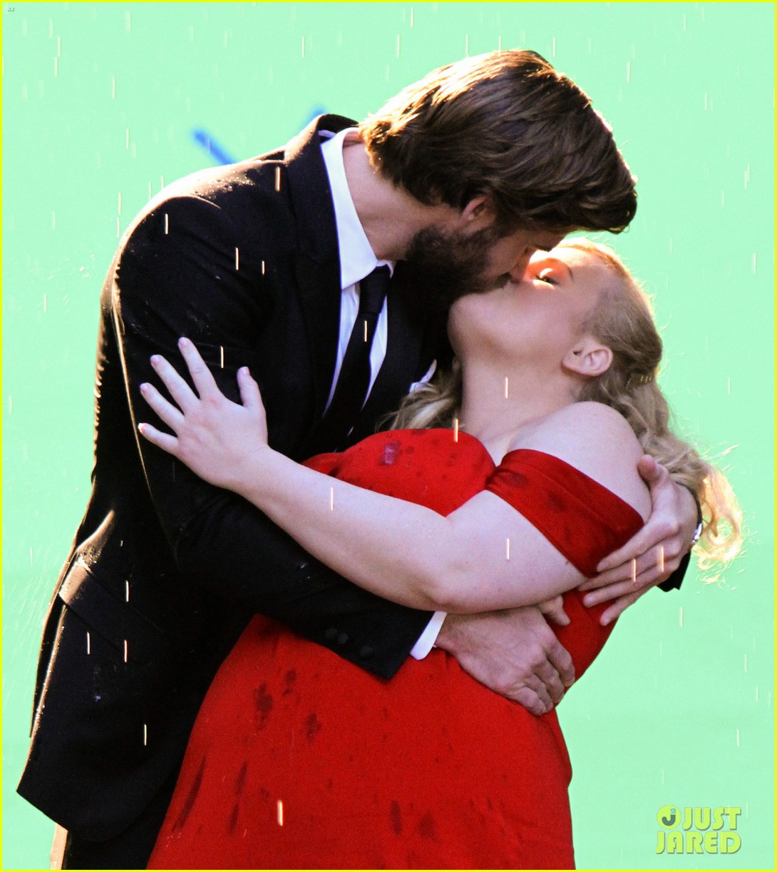 liam hemsworth dips kisses rebel wilson for new movie 04