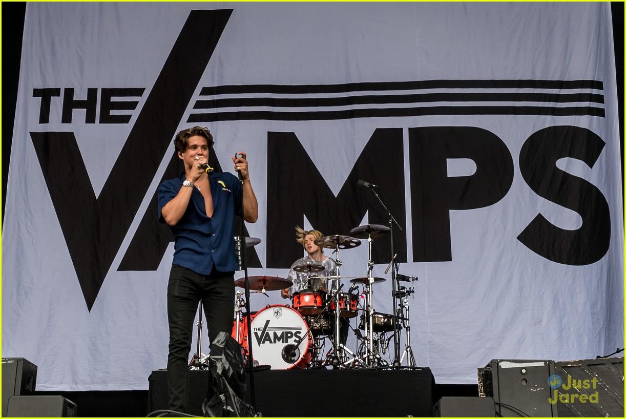 ella eyre the vamps v festival performance pics 26