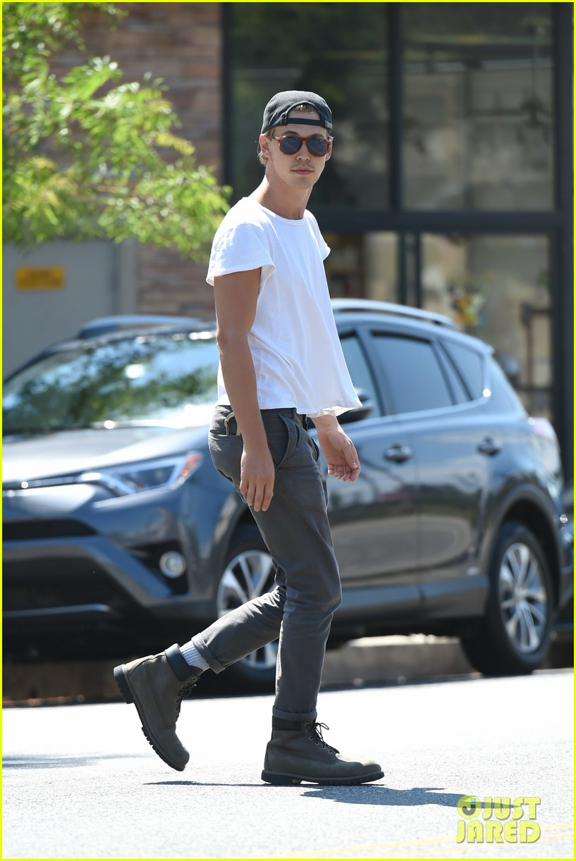 vanessa hudgens austin butler step out for solo coffee runs 05