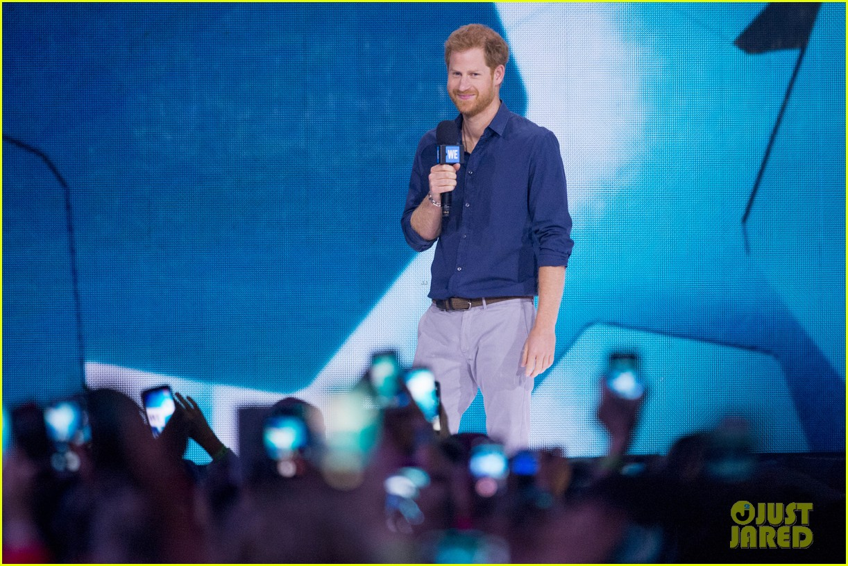 kelly clarkson and vanessa hudgens inspire youth at we day 24