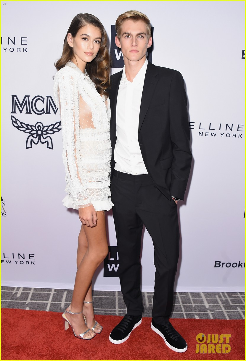 kaia and presley gerber team up for daily front rows fashion media awards 01