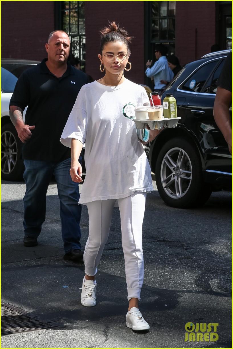 selena gomez wears all white on labor day 06