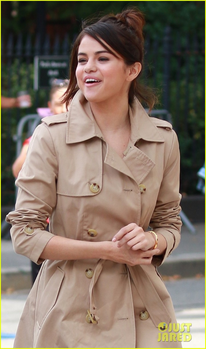 Selena Gomez is All Smiles on Set of Her New Movie | Photo ...