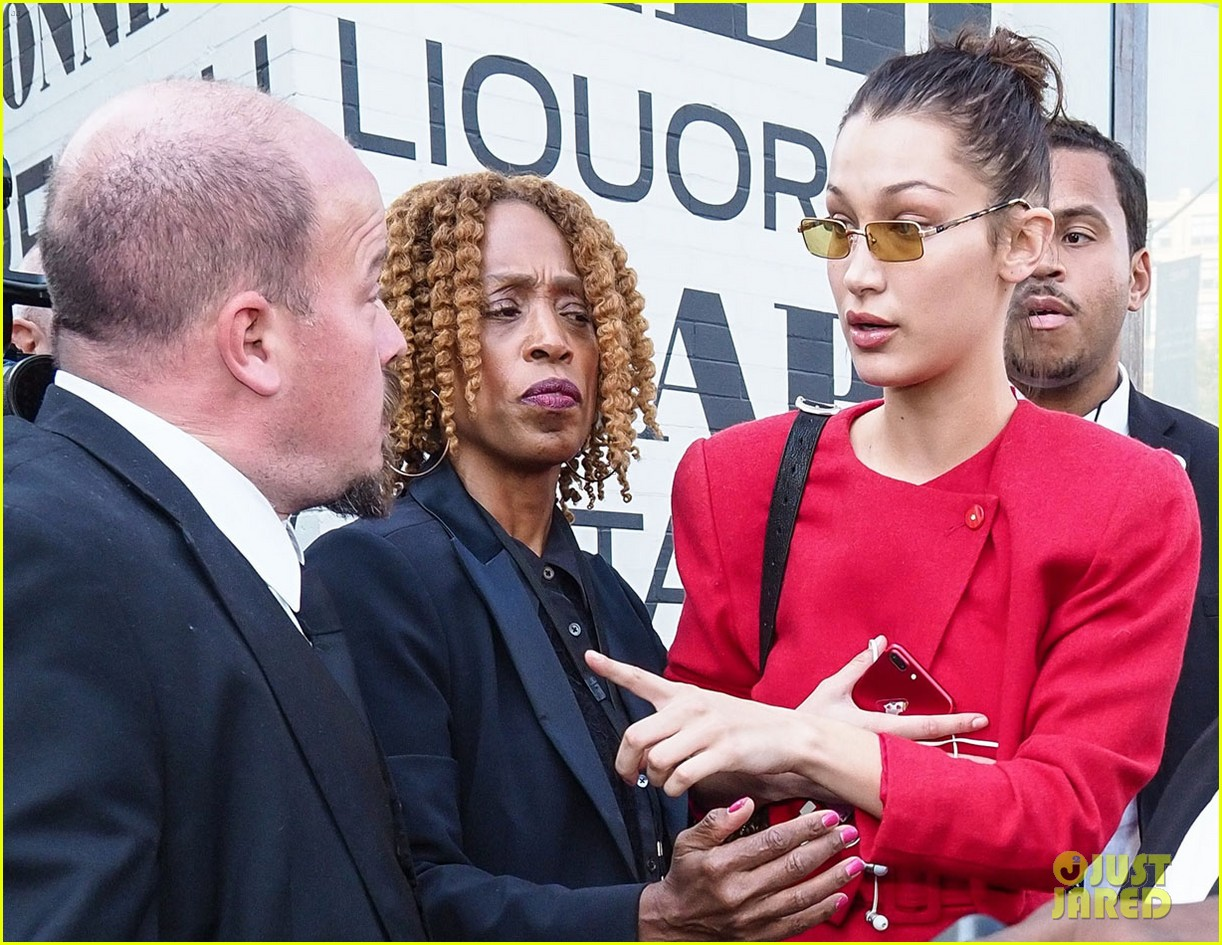 bella hadid defends female paparazzo against her own security guard 07