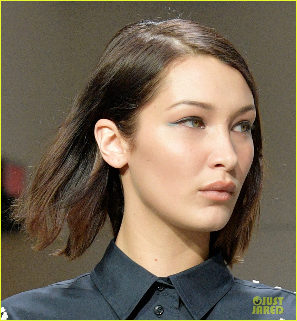 bella hadid rocks the runway for oscar de la renta 02