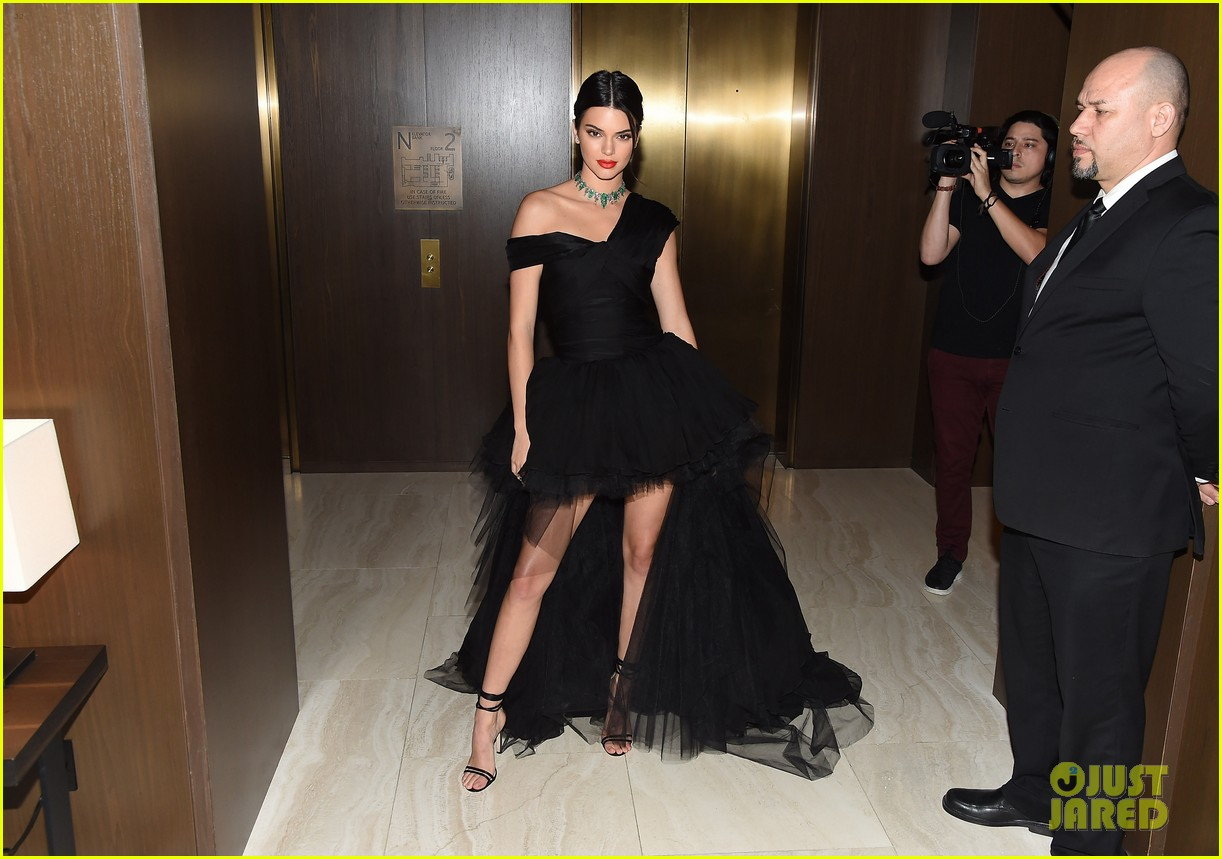 kendall jenner dfw awards valli gown 02