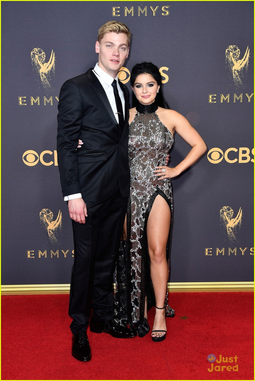 sarah hyland ariel winter emmy awards 01